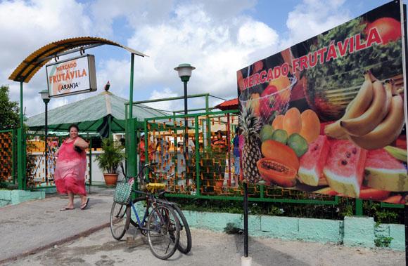 Mercado especializado en frutas. Foto: Ismael Francisco/Cubadebate.
