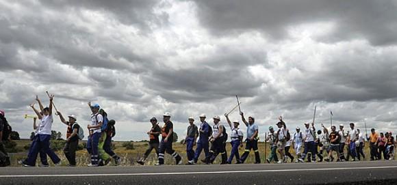 Mineros leoneses el pasado día 14 de camino a León. Foto: El Mundo