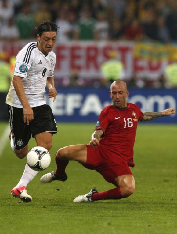 Özil sólo dejó destellos de su enorme calidad. Foto: Reuters