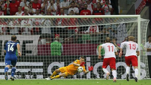 """Tyton se """"banqueteó"""" con el cobro de Karagounis. Foto: UEFA."""