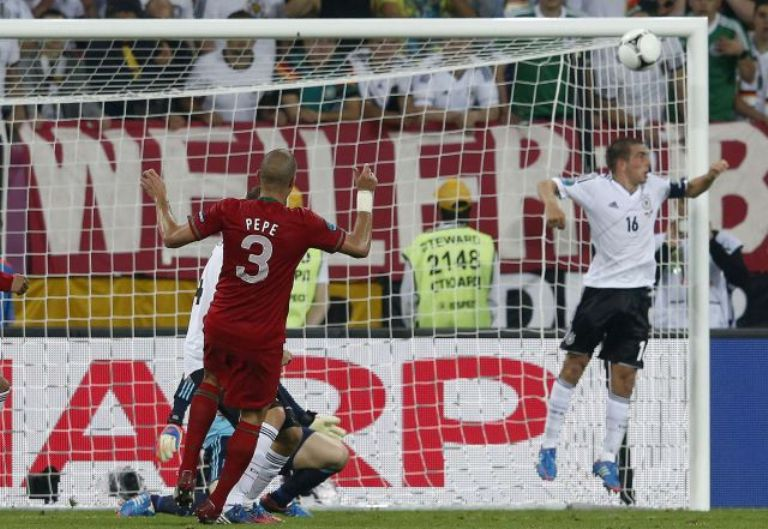 Portugal rozó el gol con un disparo de Pepe que se estrelló en la cruceta. Foto: Reuters.