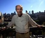 Philip Roth posando en Nueva York en una imagen de Septiembre del 2010. Foto: Eric Thayer (Reuters).)