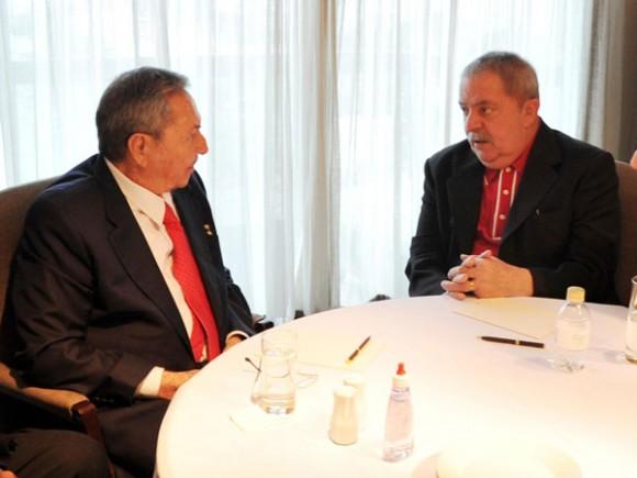 Raúl visitó al ex-presidente brasileño Luiz Inácio da Silva. Foto: Estudios Revolución