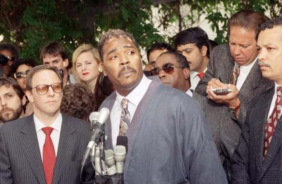 Rodney King en una conferencia de prensa en mayo de 1992. Foto: AP