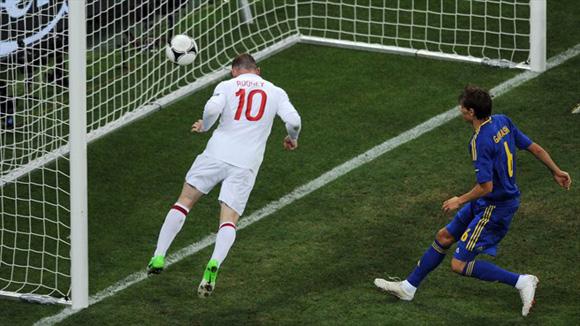 Rooney, un látigo. Foto: UEFA.