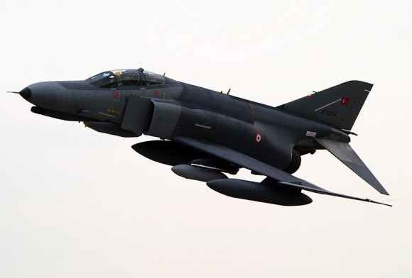 Caza F-4 de la Fuerza Aérea turca.