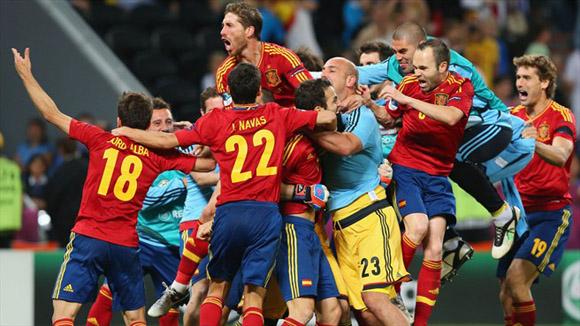 Todos quieren subir a la montaña. Foto: UEFA.