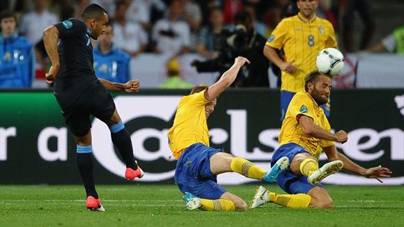 Walcott, el revulsivo inglés. Foto: UEFA.