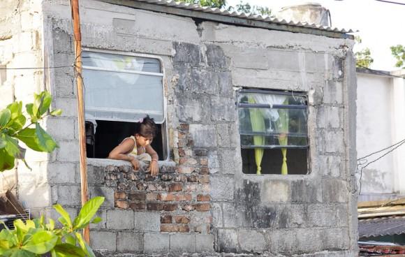 Ventanas de guagua con nuevo destino. Foto: Alejandro Ramírez Anderson/ Cubadebate.