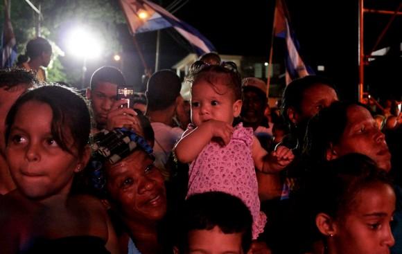 La más chiquita entre los asistentes. Concierto de Silvio Rodríguez en Alturas del Mirador, municipio San Miguel del Padrón, La Habana, Cuba. Foto: Alejandro Ramírez Anderson/ Cubadebate.