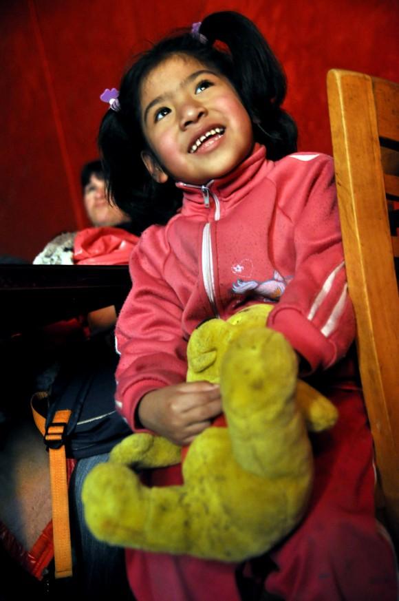 La dos primeras funciones de La Colmenita en Buenos Aires fueron dedicadas a niñas y niños de barrios de bajos recursos. Foto: Kaloian.