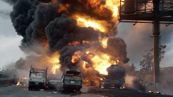 Explosión de tanque de combustible en Nigeria. Foto: AFP