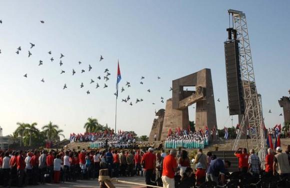 Acto nacional en tribuna abierta de la Revolución por el aniversario 59 del asalto a los cuarteles Moncada y Carlos Manuel de Céspedes, en la Plaza Mariana Grajales, en la ciudad de Guantánamo, el 26 de julio de 2012.  AIN FOTO/Juan Pablo CARRERAS/