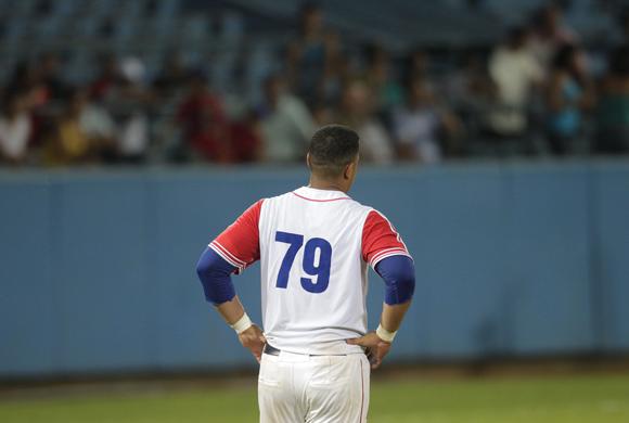 Jose Dariel Abreu, se tomo ponche a la hora buena. Foto: Ismael Francisco/Cubadebate