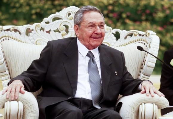 Raúl en un momento del encuentro con Li Keqiang en Beijing, este viernes. Foto: Getty Images