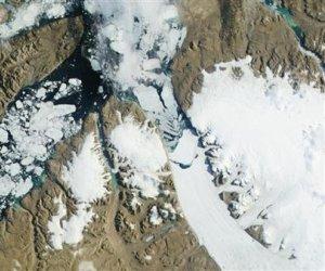 Un iceberg que duplica en tamaño a Manhattan se desprendió del enorme glaciar Petermann de Groenlandia, un hecho que podría acelerar el retroceso del hielo hacia aguas del norte, dijeron científicos el miércoles. En la imagen, de 16 de julio, el glaciar Peterman de Groenlandia. REUTERS/NASA/Handout