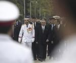 Raúil arriba al Mausoleo dedicado al líder vietnamita Ho Chi Minh, este lunes 9 de julio de 2012. Foto: AP