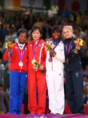 Las medallistas de los 52kg del judo femenino, donde la plata se la llevó la cubana Yanet Bermoy