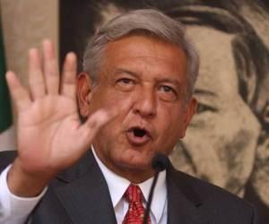 Andrés Manuel López Obrador al dar una conferencia de prensa en la que aseguró que su equipo de campaña encontró inconsistencias en 113 mil 855 casillas. Foto: La Jornada