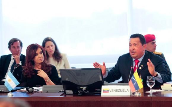 """El presidente Hugo Chávez dijo en Brasilia, durante la Cumbre extraordinaria de Mercosur para el ingreso de Venezuela a ese organismo, que tiene la certeza de que este martes se entraba en un nuevo período de aceleración de la historia. """"Hace rato que Venezuela ha debido ingresar a Mercosur"""", expresó."""