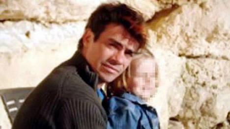 Juan Pablo junto a su hija en una de las últimas fotos que aparece con vida. Vivió varios años en Trelew. Foto: Diario Jornada, Argentina.