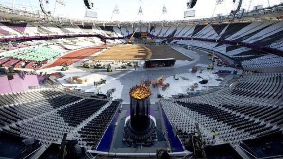 El pebetero olímpico, en su nueva ubicación. Foto: AFP