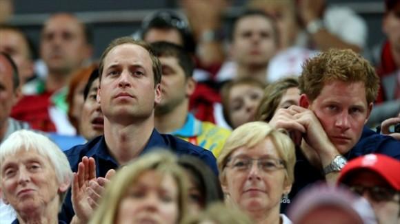 Los príncipes británicos Willia/m y Harry disfrutaron de la final por equipos de la gimnástica masculina