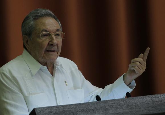 Raul Castro, presidente de Cuba, en su discurso de clausura de la sesion del parlamento cubano. Foto: Ismael Francisco/Cubadebate.
