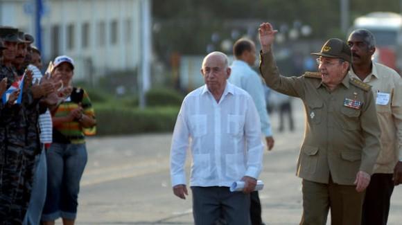 osé Ramón Machado Ventura, Primer Vicepresidente de los Consejos de Estado y de Ministros de Cuba, interviene en el acto nacional en tribuna abierta de la Revolución por el aniversario 59 del asalto a los cuarteles Moncada y Carlos Manuel de Céspedes, en la Plaza Mariana Grajales, en la ciudad de Guantánamo, el 26 de julio de 2012.  AIN FOTO/Juan Pablo CARRERAS