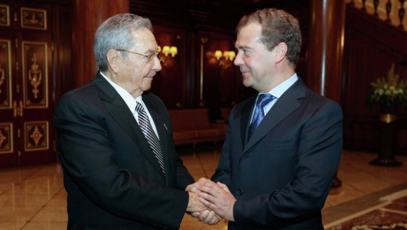 Dmitri Medvédev y Raúl Castro en Moscú. Foto: Ria Novosti