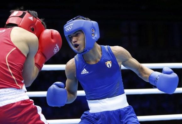 Robeisy Ramirez obtiene la primera victoria del boxeo cubano Foto:AP