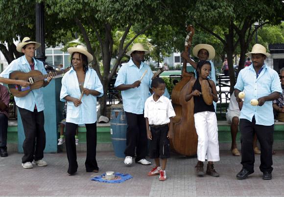 Orquesta santiaguera en el parque Céspedes. Foto: Ismael Francisco/Cubadebate