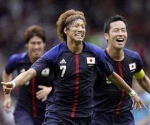 La selección de Japón dio la primera sorpresa de los Juegos Olímpicos de Londres 2012 al vencer en el futbol varonil a su similar de España por la mínima diferencia de un gol, en juego correspondiente al Grupo D