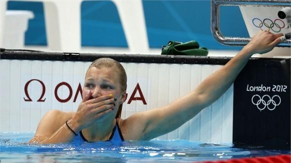 La joven lituana de 15 años Ruta Meilutyte ganó sensacionalmente el oro en los 100 metros pecho de la natación femenina