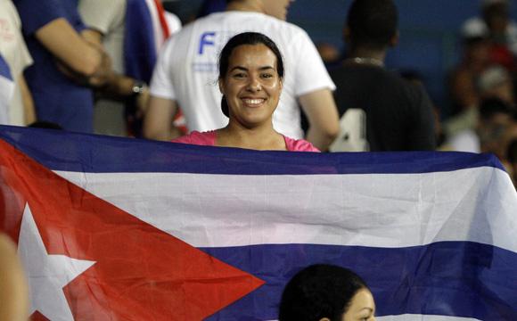 Aficionados en el Latino. Foto: Ladyrene Pérez/Cubadebate