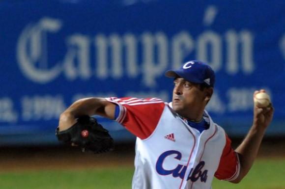 Leandro Martinez, en el quinto juego del tope amistoso entre el equipo universitario de Estados Unidos y el equipo Cuba de béisbol, en el estadio Latinoamericano, en La Habana, el 9 de julio de 2012. AIN FOTO/Marcelino VAZQUEZ HERNANDEZ