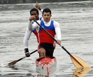 Torres (delante) tendrá que tirar fuerte de la canoa antillana.