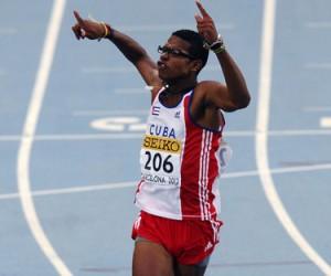 El vallista cubano Yordan OFarril tras ganar el 14to Campeonato Juvenil Mundial de 110 metros con vallas en 2012. Foto de Archivo
