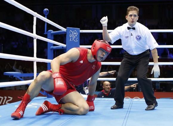 El chino Zhang Zhilei fue noqueado por el británico Anthony Joshua. Foto: Reuters