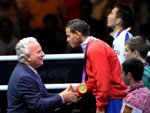 El púgil cienfueguero de 18 años Robeisy Ramírez Carrazana, aportó hoy a Cuba la quinta medalla de oro en los XXX Juegos Olímpicos de Londres, al derrotar espectacularmente al mongol Tugstsogt Nyambayar, en Inglaterra, el 12 de agosto de 2012. AIN FOTO/Marcelino VAZQUEZ HERNANDEZ/