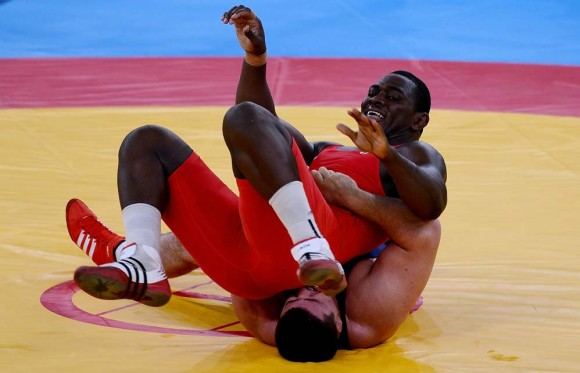 Mijaín López en la pelea contra el turco Riza Kayaalp. Foto: AFP