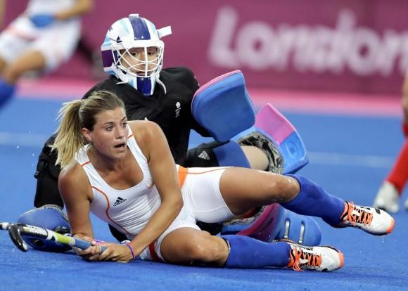 La británica Elizabeth Storry en hockey. Foto: AP