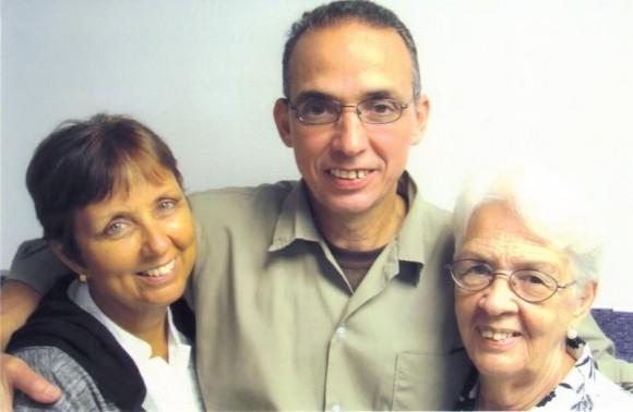 Antonio con Maruchi (izquierda) y Mirta.