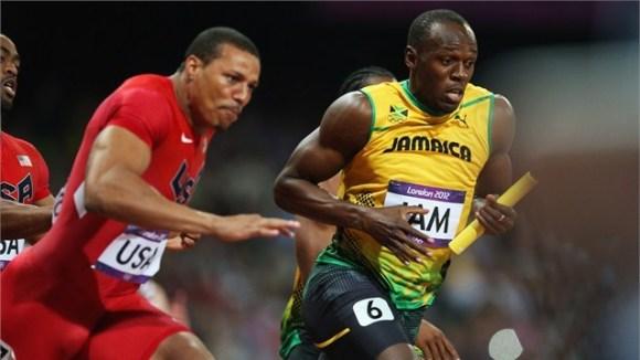 Usain Bolt recibe el testigo