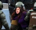 La policía de Chile admitió que algunos de sus hombres desnudaron a estudiantes que exigían en protestas mejoras en la educación.