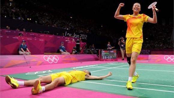 Nang Zhang y Yunley Zhao, China, ganaron los dobles mixtos del badminton olímpico
