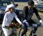 Dominicanos se casan en bicicleta