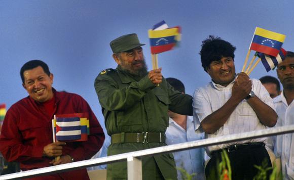 Fidel, Chavez y Evo Moreles en la Plaza de la REvolución. Foto: Ismael Francisco/Cubadebate.