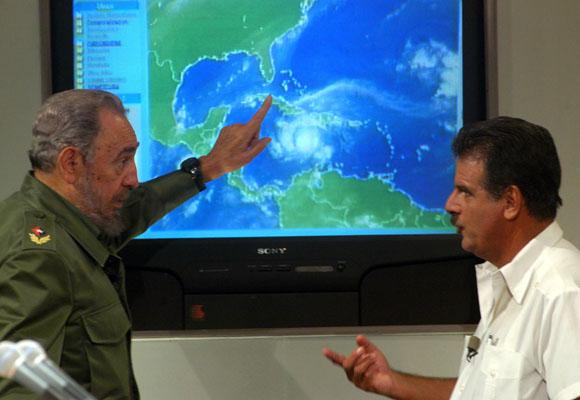 Envían reconocimiento a Fidel y Raúl por contribuir al desarrollo meteorológico (+ Audio)