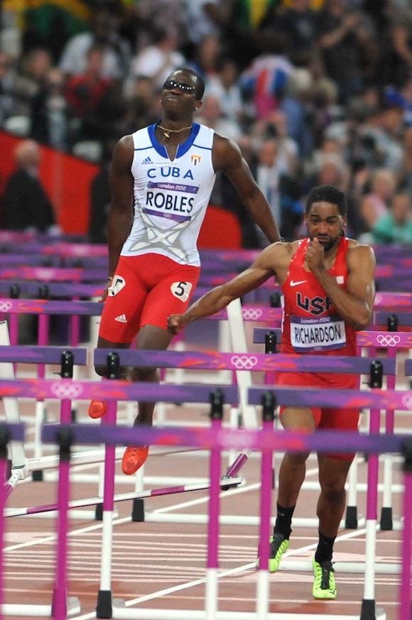 El cubano Dayron Robles, plusmarquista mundial de los 110 metros vallas, cedió lesionado la corona olímpica al estadounidense Aries Merritt